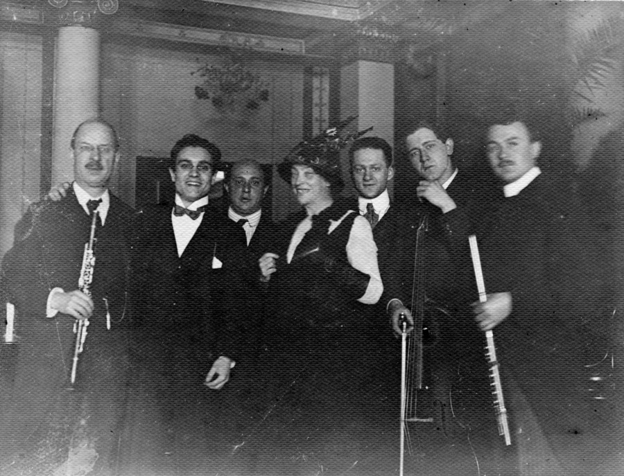 The ensemble following the premier performance of Pierrot Lunaire in 1912.
